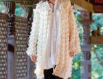 Объемное белое пальто