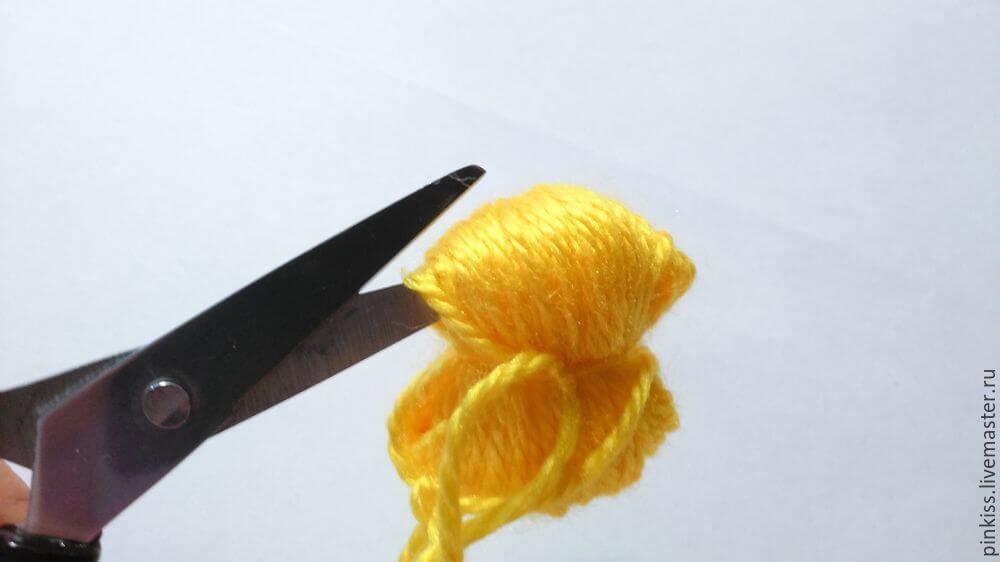 Пушистые серьги-помпоны: мастер-класс