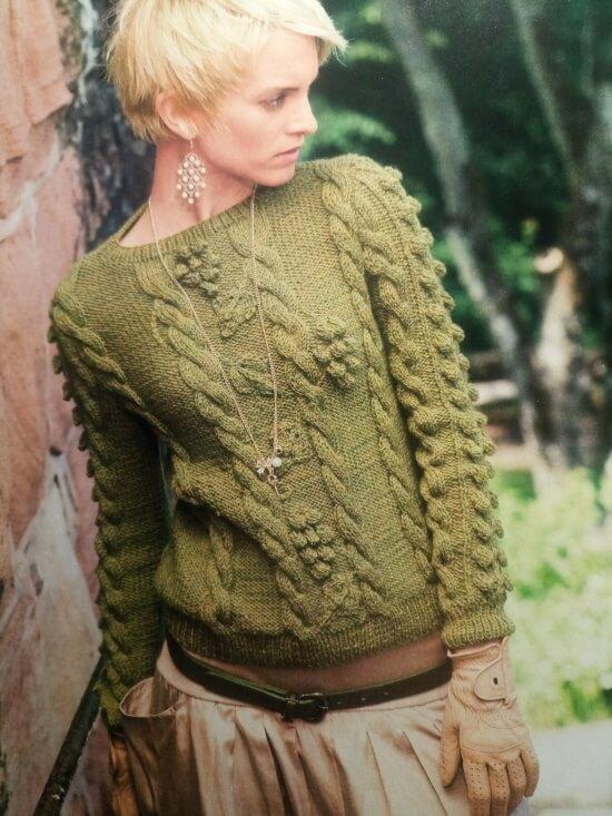 Пуловер женский с рельефным узором