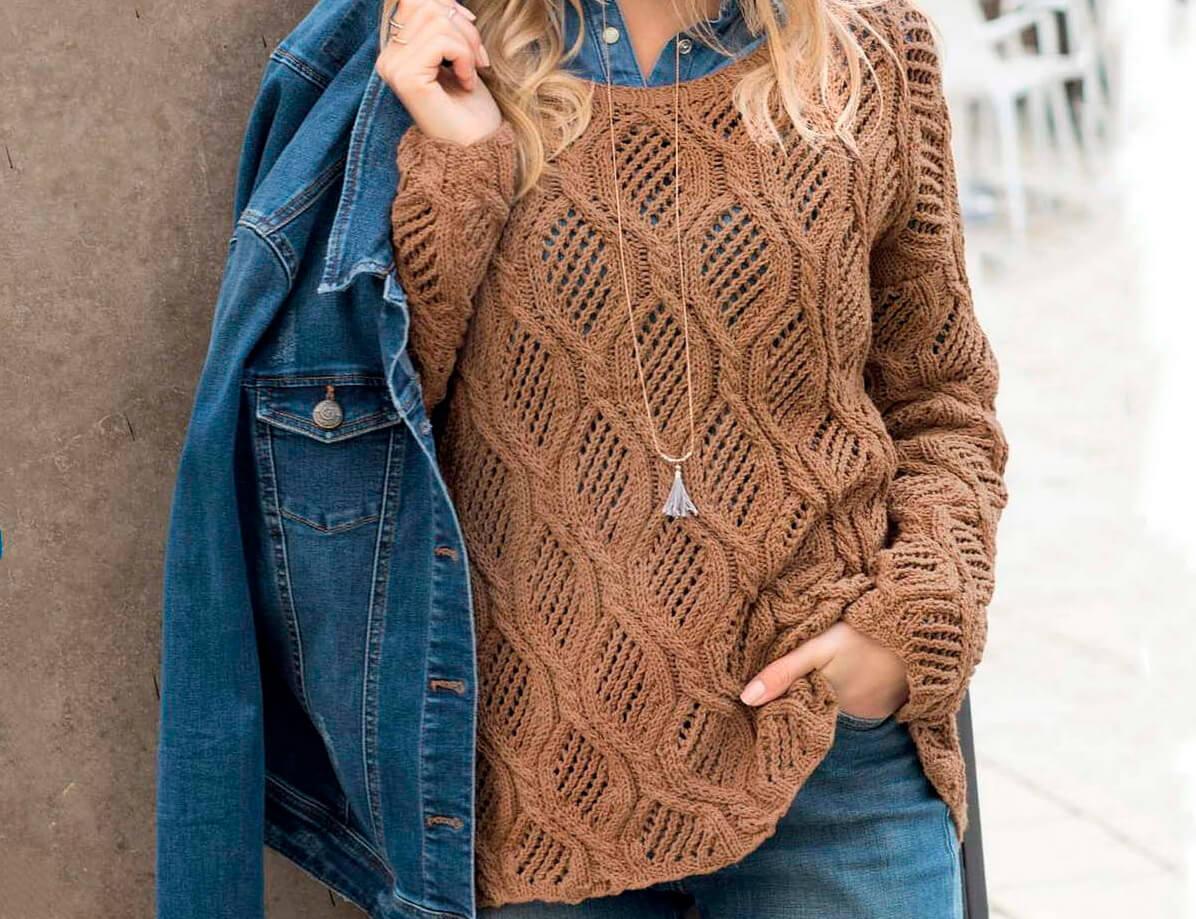 Коричневый ажерный пуловер спицами