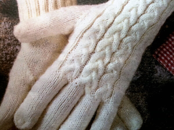 Перчатки вяжем спицами