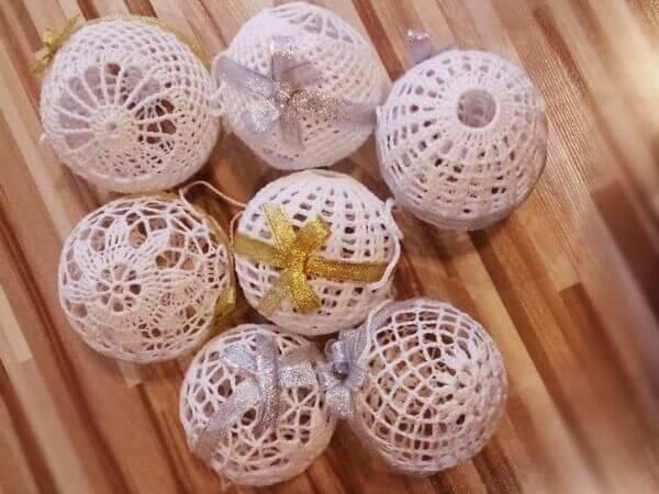Ажурный новогодний шарик вязаный крючком