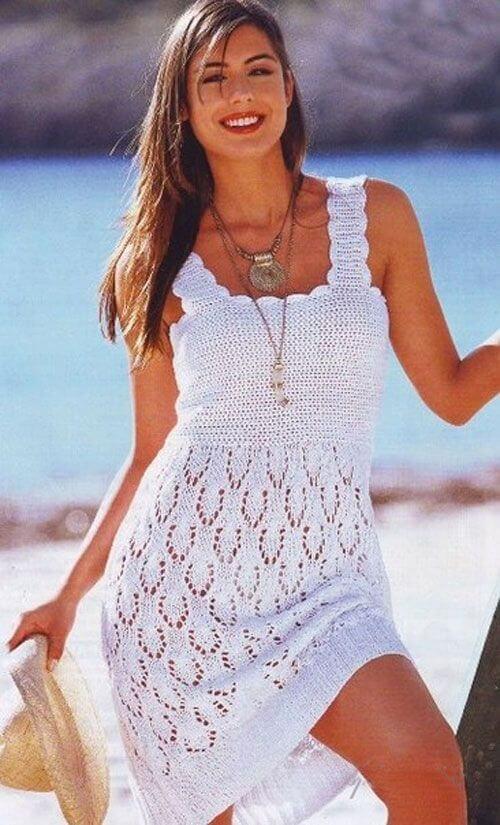 Белое ажурное летнее платье спицами
