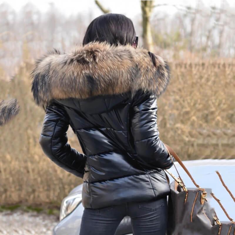 Женская зимняя куртка с капюшоном