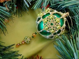 beaded-christmas-ornament-covers-14
