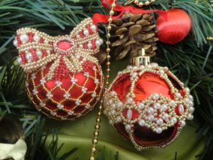 beaded-christmas-ornament-covers-19